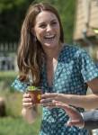 La duchessa di Cambridge fa visita al suo Back to Nature Garden all'Hampton Court Palace Garden Festival che ha progettato insieme ad Andrée Davies e Adam White. Hampton 1 luglio 2019