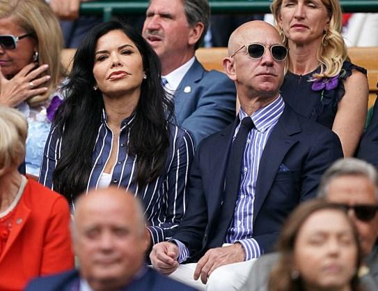 Lauren Sanchez e Jeff Bezos guardano la finale del singolare maschile di Wimbledon sul Centre Court. Londra, Regno Unito - domenica 14 luglio 2019.