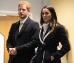 La Gran Bretagna è il principe Harry (L) e la sua fidanzata US attrice Meghan Markle (R) visitano il Nechells Wellbeing Center per unirsi agli apprendisti Coach Core che prendono parte a una masterclass di formazione a Birmingham, nell'Inghilterra centrale, l'8 marzo 2018. Il principe Harry e Meghan Markle