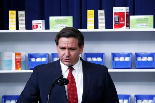 Trump firma un ordine esecutivo sulla riduzione dei prezzi dei farmaci
