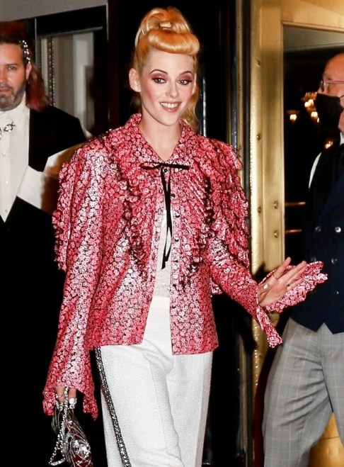 Kristen Stewart gives a wave leaving for the Met Gala 2021