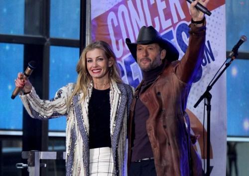 """Faith Hill e Tim McGraw si esibiscono dal vivo al Citi Concert Series per lo spettacolo """"Today"""" al di fuori del Rockefeller Plaza nei quartieri alti di Manhattan"""
