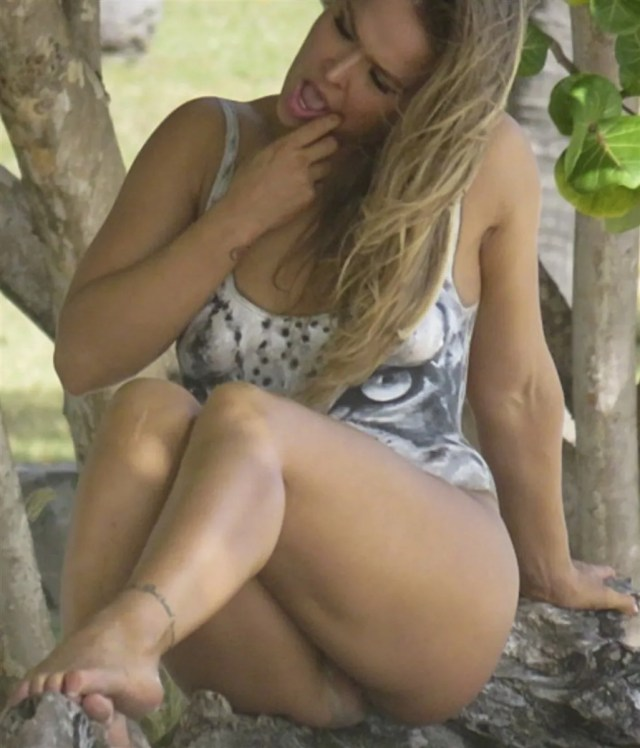 Ronda Rousey Vagina Slip In New Si Photo Shoot Behind The Scenes Pic