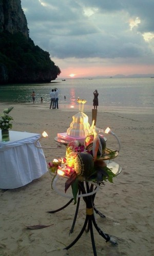 wedding cake phuket thailand beach