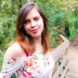 Kara Swason _ Floral Headshot