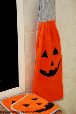 DIY Halloween Jack-o-Lantern Kitchen Towel and Pot Holders