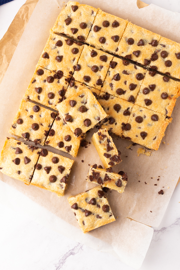 soft chocolate chip cookie bars