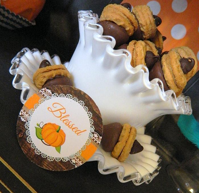Rustic Thanksgiving Dessert Table + Free Printables |CelebrationLane.com
