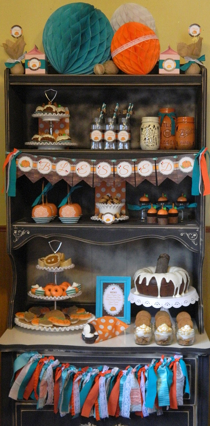 Rustic Thanksgiving Dessert Table + Free Printables |CelebrationLane.com