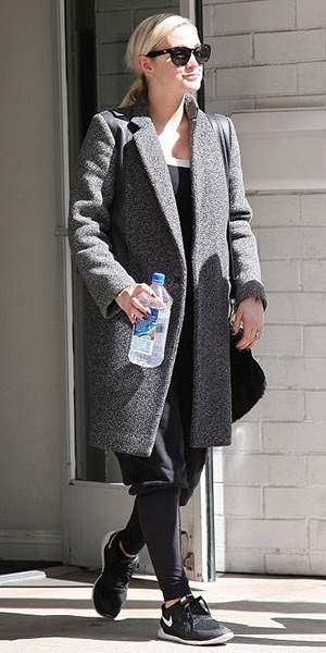 Ashlee Simpson leaving Tracy Anderson gym in Nike 'Free 5.0 14' Running Shoes