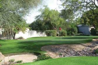 putting-green-with-artificial-grass