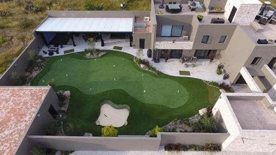 phoenix-backyard-putting-green