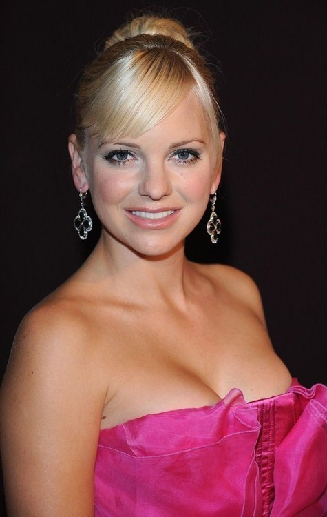 Anna Faris Bra Size Age Weight Height Measurements