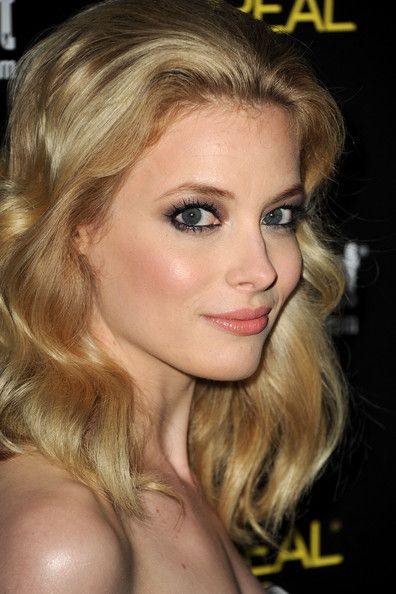 Gillian Jacobs Bra Size Age Weight Height Measurements