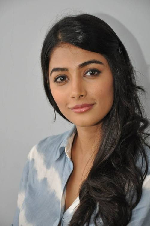 Pooja Hegde Bra Size Age Weight Height Measurements