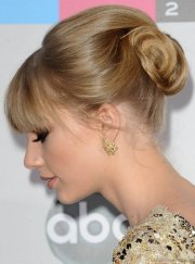 stunning hairstyles of taylor