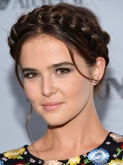elegant hairstyle of zoey deutch