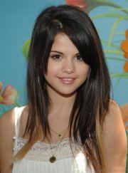 beautiful hairstyles of selena