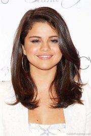 beautiful hairstyles of selena