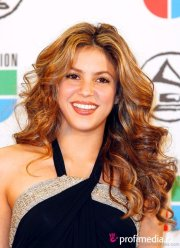 elegant hairstyles of shakira