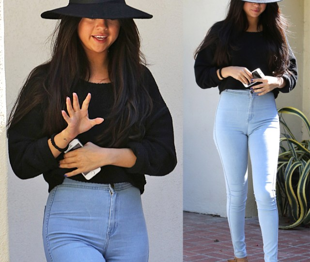 Celebrity Street Style Selena Gomez Has A Camel Toe Crisis In A Pair Of Too Tight Pants