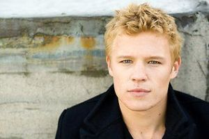 Christopher Egan age, Birthday, Height, Net Worth, Family, Salary