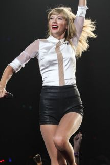 Taylor Swift Performing In La - Celebzz