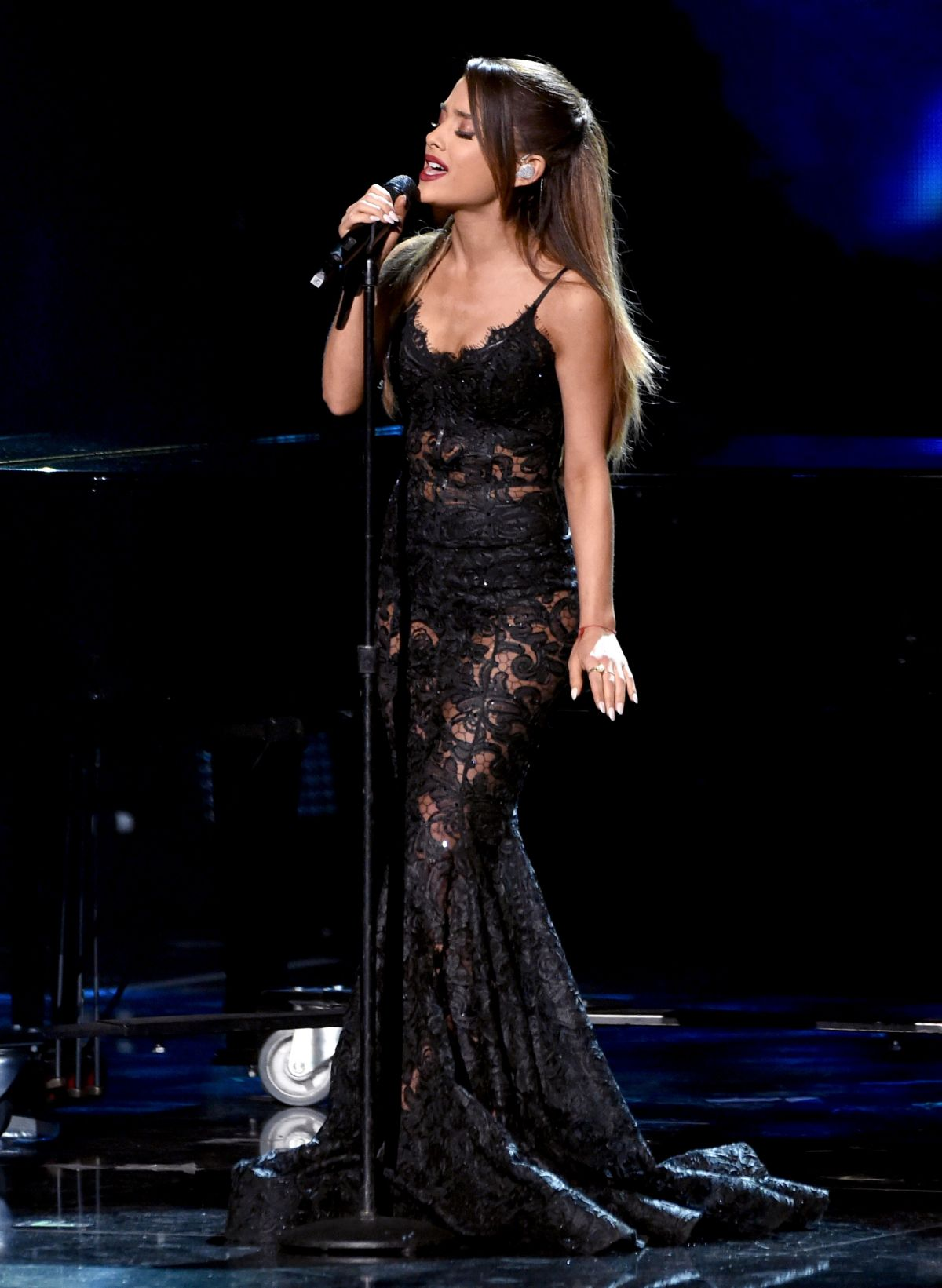ariana grande at 2017 american music awards 3