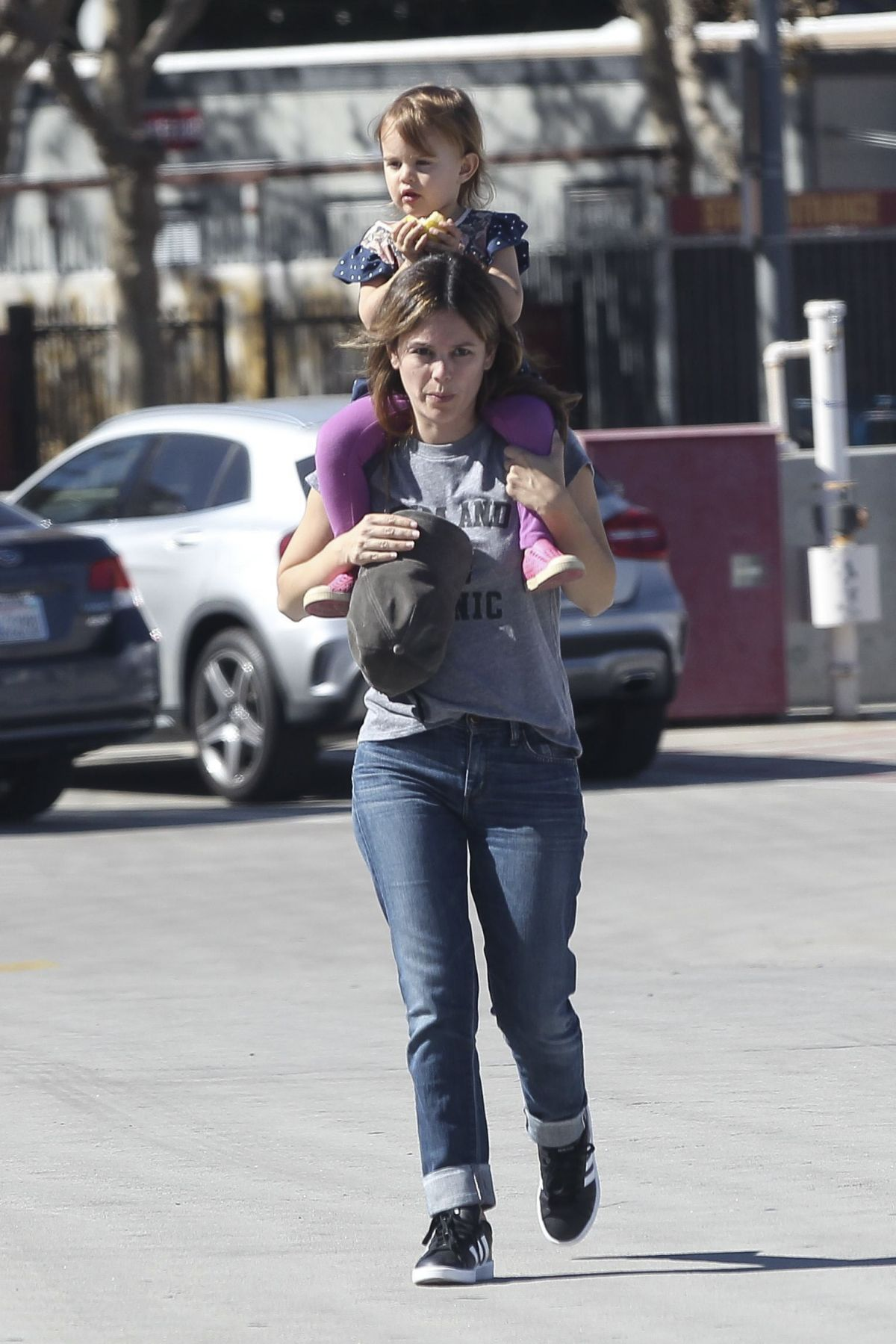 Rachel Bilson Visits a friend and takes her daughter and