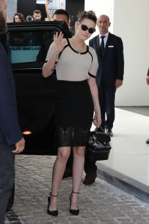 Kristen Stewart In Front Of Martinez Hotel Cannes