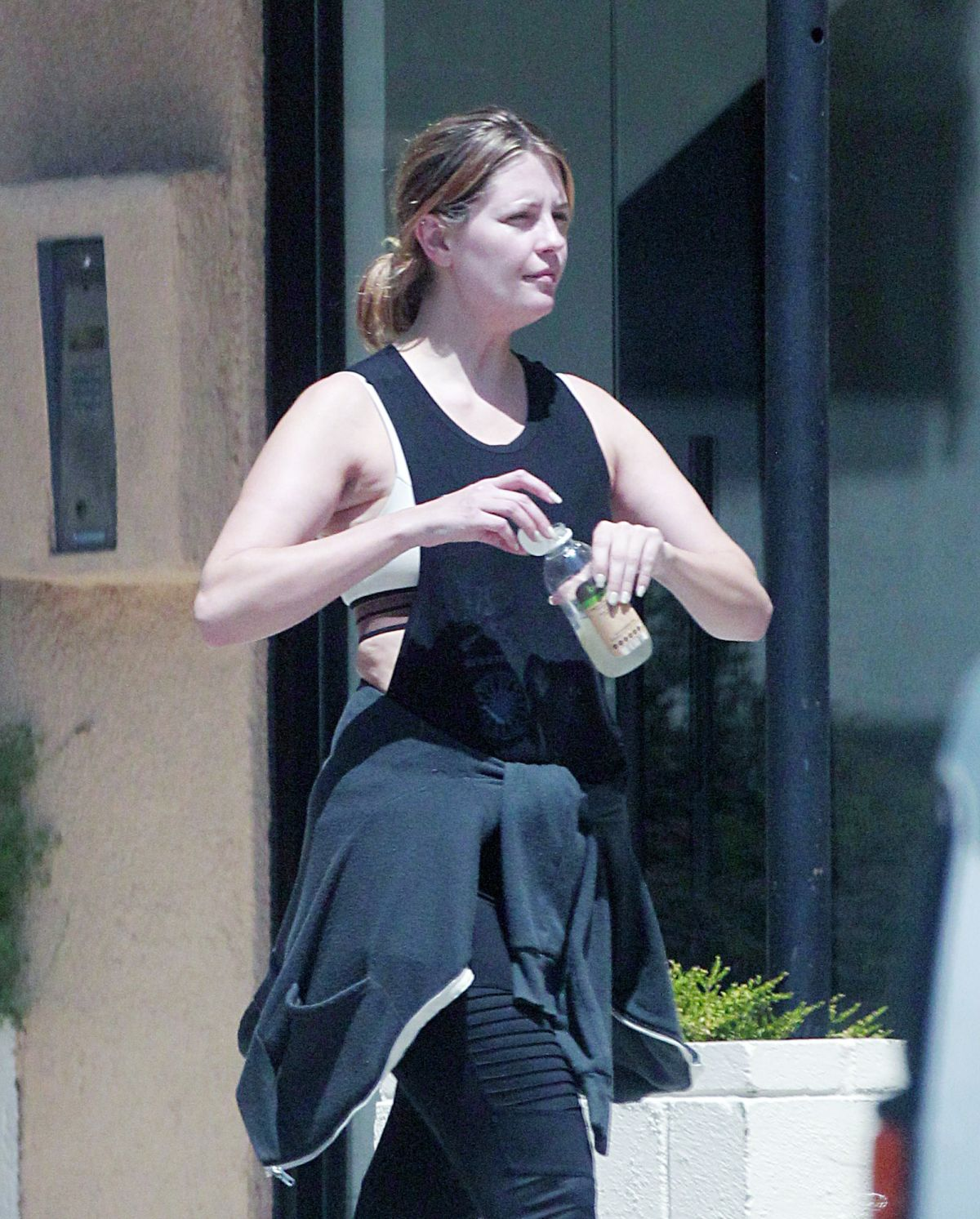 Mischa Barton Hydrates herself after showing some signs of weight gain as she was coming out of the gym in Beverly Hills - Celebzz