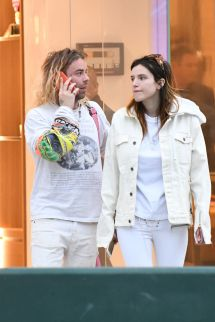 Bella Thorne Shopping Rodeo Drive In Beverly Hills