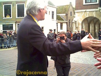 Richard Gere shaking hands