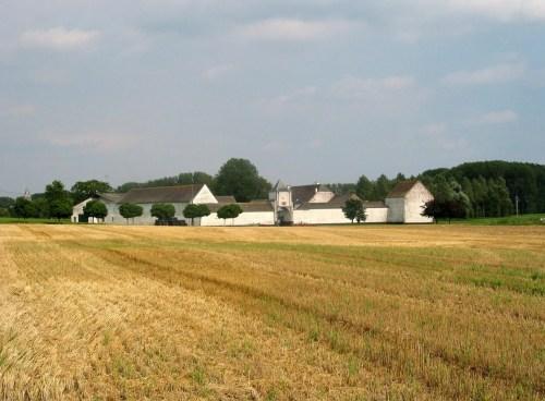 Découvrez la Hesbaye (Haspengouw) en vespa: des vergers à perte de vue, des châteaux, et de jolis villages!