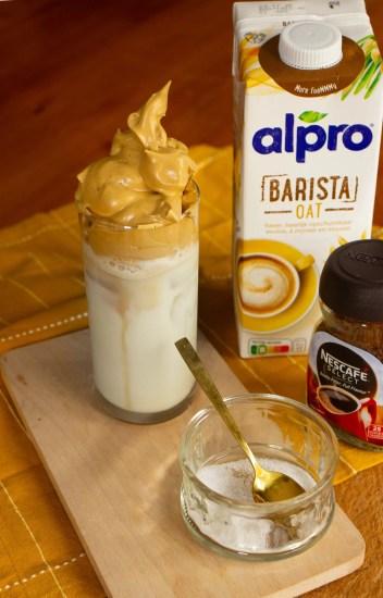 Recette du véritable Dalgona coffee: un café hyper crémeux