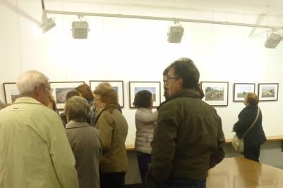 Público en la exposición «Les voltes: un patrimoni lliterà en perill» (foto Ana Enjuanes)