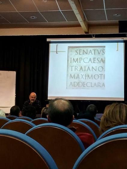 Ricardo Vicente durante la conferencia «2000 años de evolución de la letra» (foto Víctor Bayona)