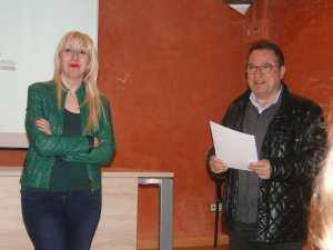 Presentación del acto 'Dicen que hay tierras al Este' en Alcampell (foto Francesc Cussó)