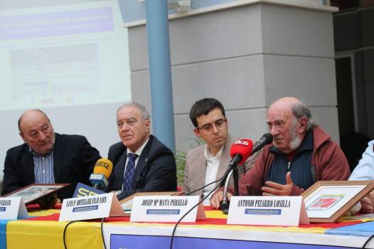 Presentación de la ponencia «Bases para la creación del Parque geólogico y minero de la Litera y la Ribagorza», vista parcial de la mesa (foto Imma Gracia / La Litera información)