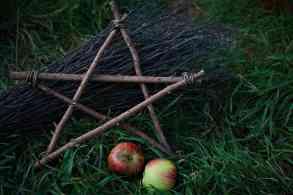 Pentagramme für die Herbst-Tagundnachtgleiche