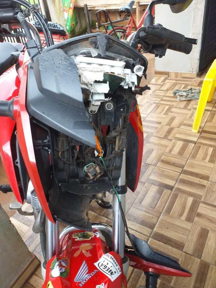 motocicleta danificada