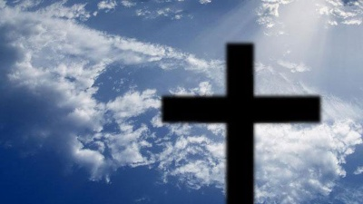 religion-cross-against-blue-sky--jpg_20151123184027-159532