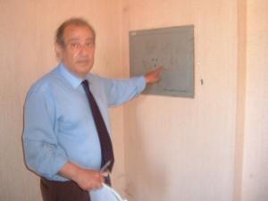 L'avvocato Pietro Milio mostra dopo 13 anni dalla perquisizione, la cassaforte MAI SMURATA dal covo di Riina
