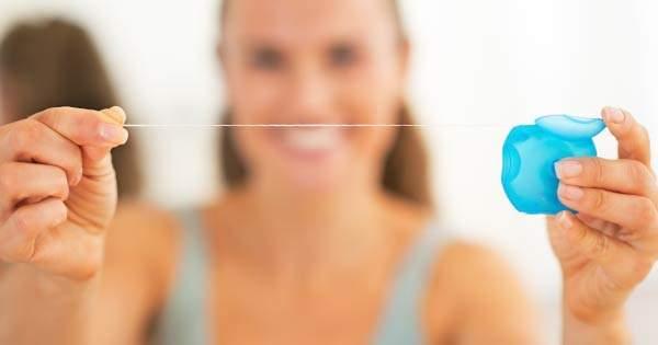 Errores comunes en los que sueles incurrir al usar el hilo dental
