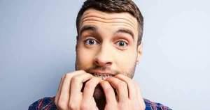 ¿Por qué morderte las uñas es malo para tus dientes?