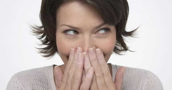 ¿Sufres de mal aliento? Aprende como evitarlo