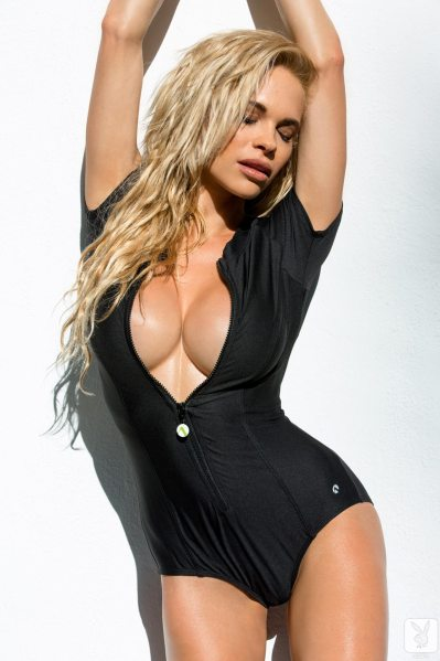 https://i0.wp.com/www.centerfoldsblog.com/wp-content/uploads/2014/06/playboy-playmate-dani-mathers-removes-her-black-wetsuit-near-the-pool.jpg?resize=399%2C599