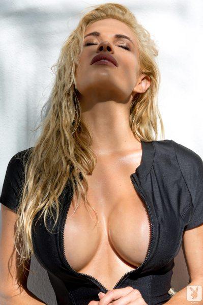 https://i0.wp.com/www.centerfoldsblog.com/wp-content/uploads/2014/06/playboy-playmate-dani-mathers-removes-her-black-wetsuit-near-the-pool1.jpg?resize=399%2C599