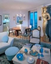 The Wealthy Poor-living room