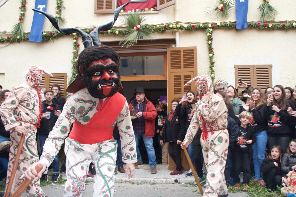 Sant Antoni, Quan El Poble Fa I és, Ell Mateix, L'espectacle